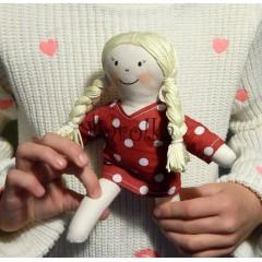 textilná bábika Caroli