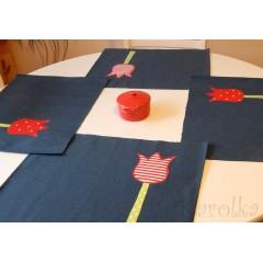 Prestieranie na stôl - Modré s tulipánmi