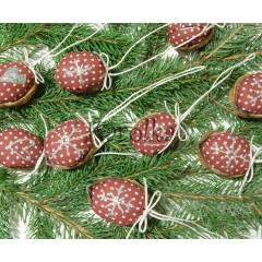 Vianočná dekorácia - Oriešky bordové so striebornými srdiečkami a vločkami
